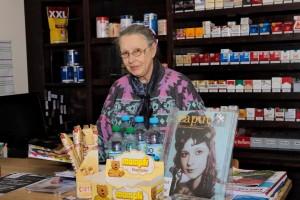 Gudrun im Kiosk (2)